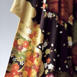 金箔や金糸の刺繍が美しい古典振袖