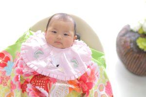 お宮参りの女の子の赤ちゃん