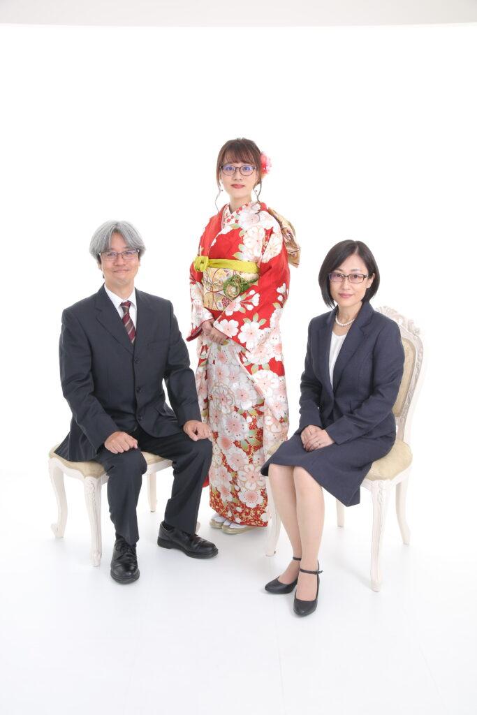 熊谷店の振袖レンタルを着た女の子(家族写真)
