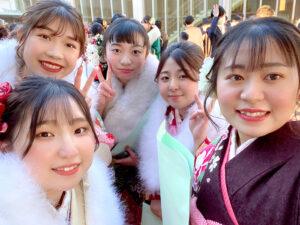 成人式に出席した振袖姿の女の子達