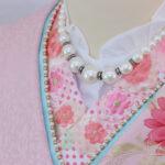パールのネックレスをした振袖の衿のアップ