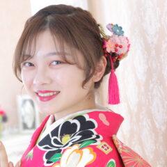 鴻巣店人気ヘアーアレンジの髪飾りの選び方と振袖との色合わせをご紹介します!鴻巣店