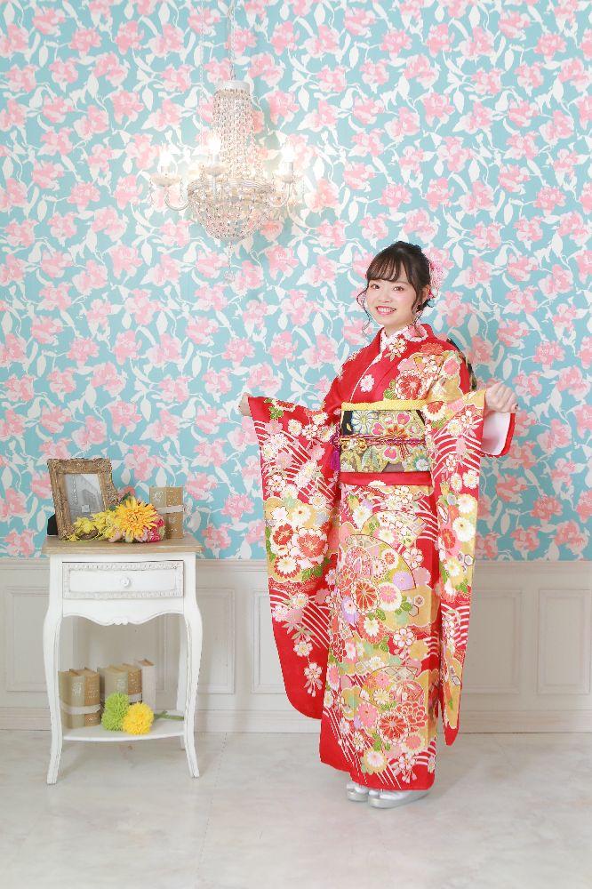 フォトスタジオkomachi深谷店にて撮影した成人式前撮り写真両振り広げたポーズ