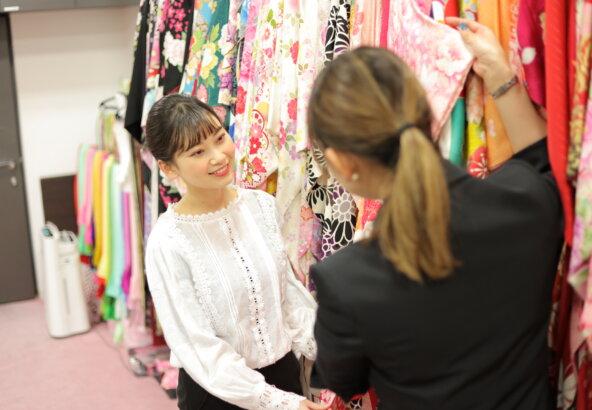 2022年に成人式を迎えるお嬢様に人気の振袖カラーとは!? 東松山店
